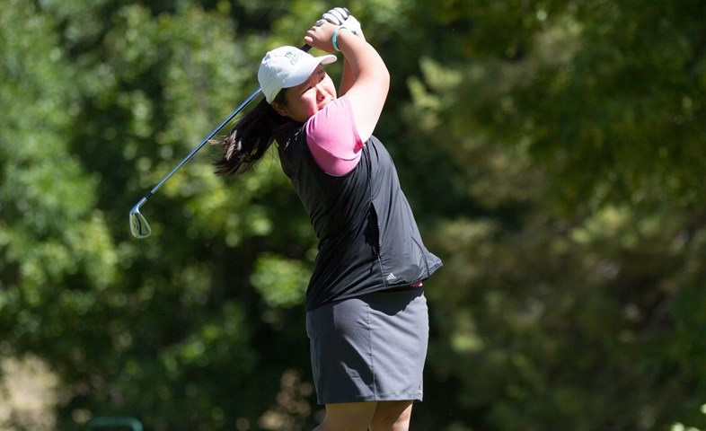 Shimizu in first place after 18 holes in the Aloha State